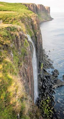 Kilt Rock is a cliff face with rock strata shaped rather like a tartan. Here there is a waterfall which tumbles 200 feet to the sea below.